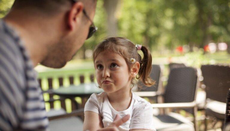 Mūžīgais jautājums par maziem bērniem publiskos pasākumos – ņemt līdzi vai atstāt mājās?