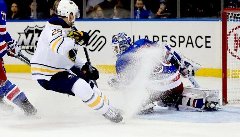 Girgensonam rezultatīva piespēle 'Sabres' zaudējumā pret 'Hurricanes'
