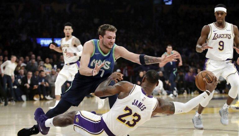 'Mavericks' bez Porziņģa NBA sezonu Ziemassvētkos iesāks pret čempioni 'Lakers'