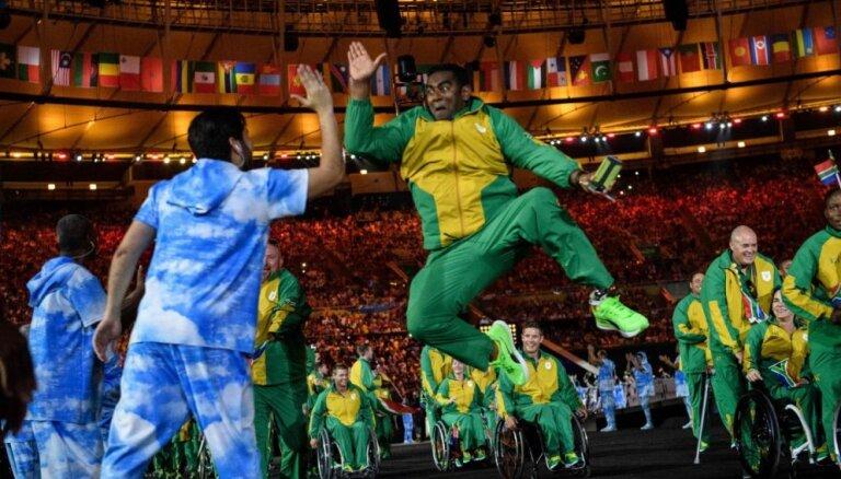 Foto: Riodežaneiro krāšņi un priecīgi atklātas paralimpiskās spēles