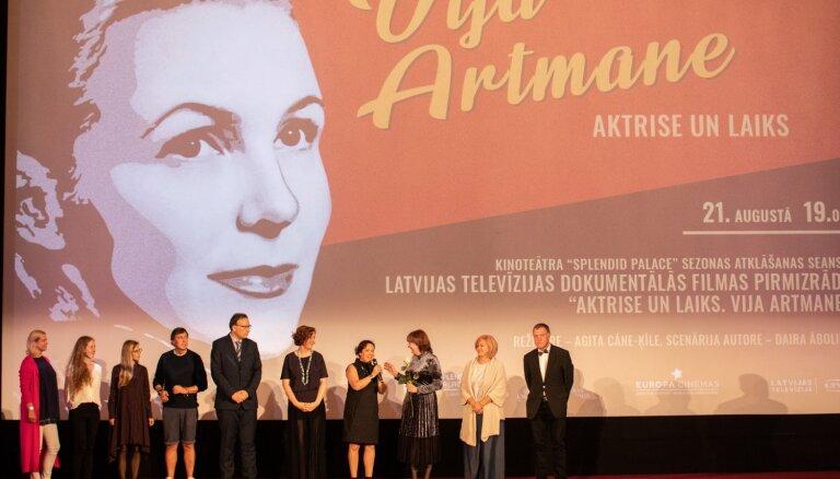 Foto: Emocionālā gaisotnē pirmizrādīta filma 'Aktrise un laiks. Vija Artmane'