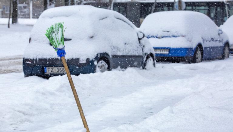 После жалоб жителей RNP разорвал контракт с Ferrus: за чистку Риги от снега будут отвечать другие фирмы