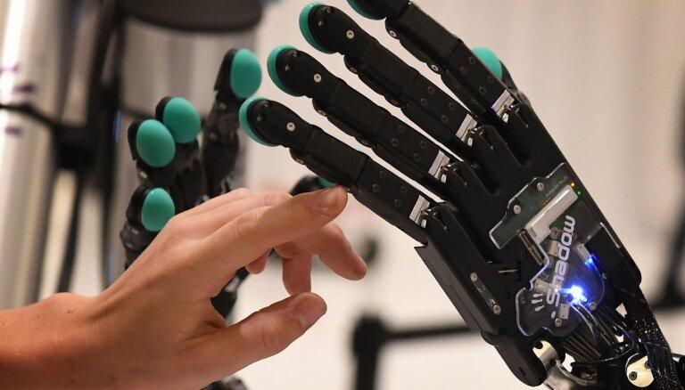Roboti valdīs pār pasauli? Jaunākās prognozes mākslīgā intelekta uzbūvēšanai