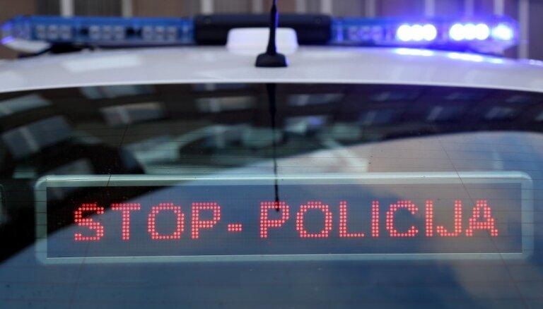 Во время задержания подозреваемый изрезал полицейского и местного жителя