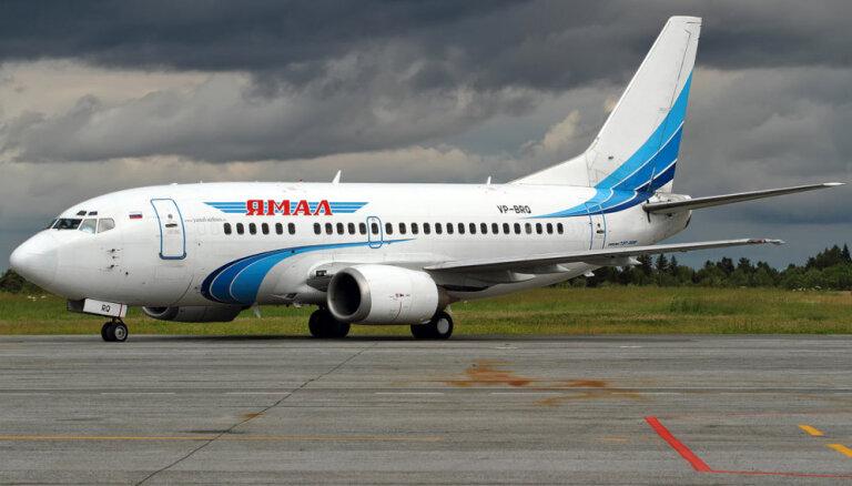 Пассажирский самолет Boeing 737 без колеса шасси сел в Тюмени