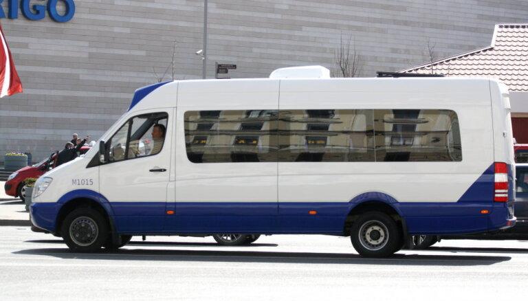 Rīgā 75% mikroautobusu maršrutu rosina ļaut pārvietoties tikai par pilnu biļetes cenu