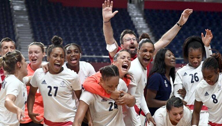Francija Tokijā triumfē arī sieviešu handbola turnīrā