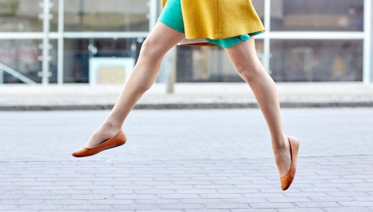 Baltas kājas un īsa kleita: ieteikumi, lai ķermenis izskatītos iesauļots
