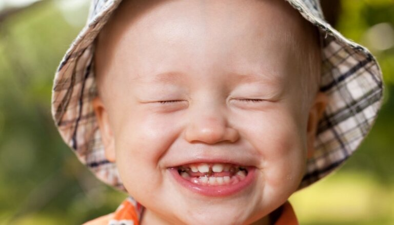 Pudeļu kariess – lielākā mutes veselības problēma mazuļiem