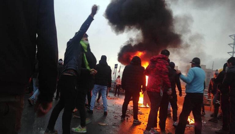 """В ходе """"бензиновых протестов"""" в Иране убит полицейский"""
