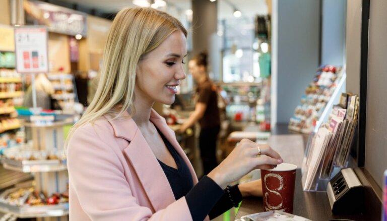 Почти половина жителей Латвии по рабочим дням не обедают