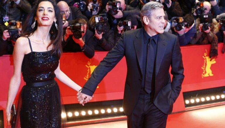 ФОТО: Супруга Клуни затмила знаменитого мужа на Берлинале