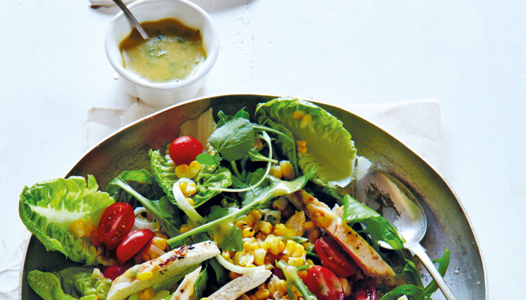 Svaigie salāti ar vistas fileju un sinepju mērci