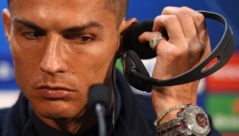 Роналду пришел на пресс-конференцию в бриллиантовых часах за два миллиона евро