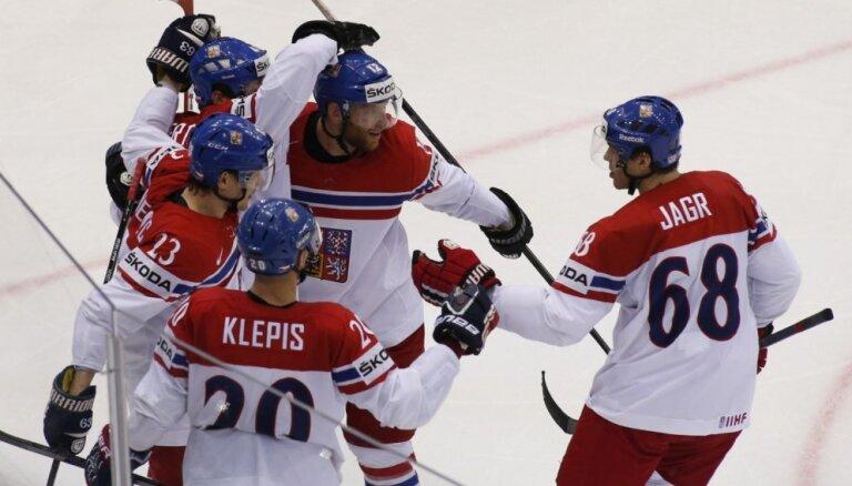 Video: Čehijas hokejistiem izdodas izturēt ASV spiedienu pēdējās minūtēs