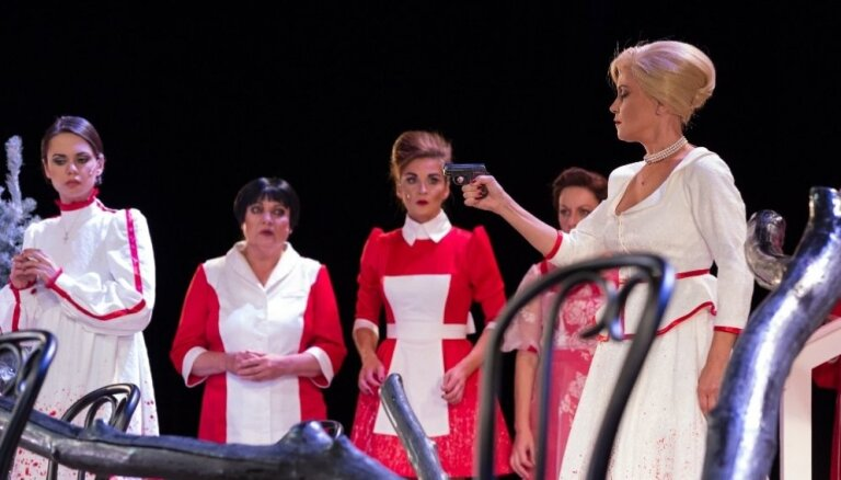 Foto: Skaistas aktrises un noziegums – '8 mīlošas sievietes' Dailes teātrī