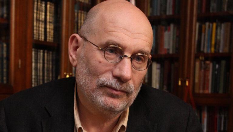 Акунин опубликовал первую главу последнего романа о Фандорине