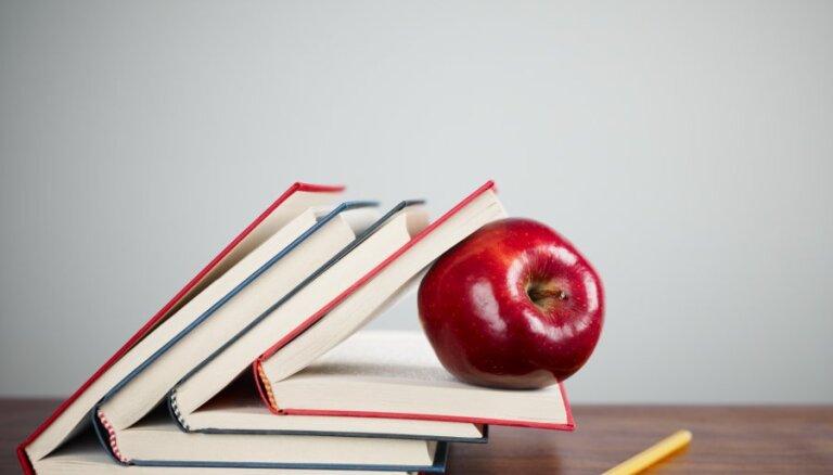 Pedagoģe: sistēmas nepilnības darbā ar 'grūtajiem bērniem' gulstas uz skolotāju pleciem