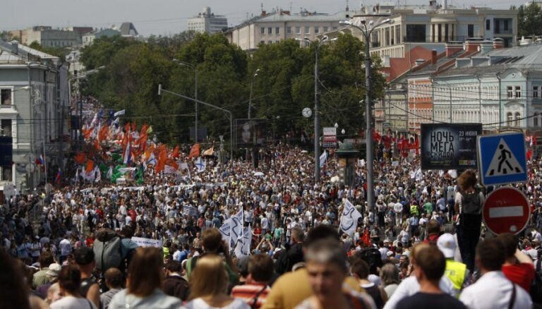 """На """"Марше миллионов"""" в Москве оппозиция потребовала отставки Путина"""
