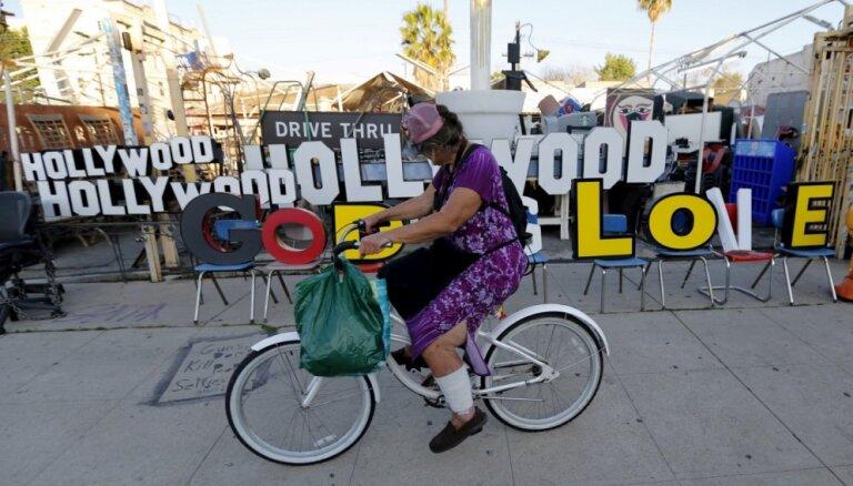Holivudas arodbiedrības un studijas vienojas par nosacījumiem darba atsākšanai