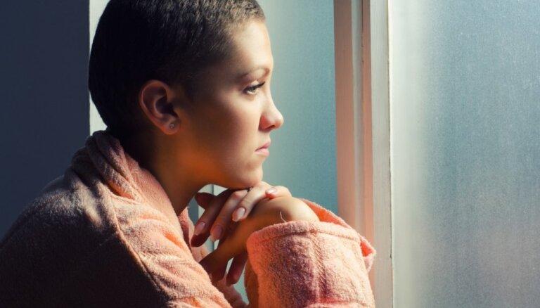 Šoks, izmisums un sievišķības zudums. Ko pārdzīvo krūts vēža pacientes