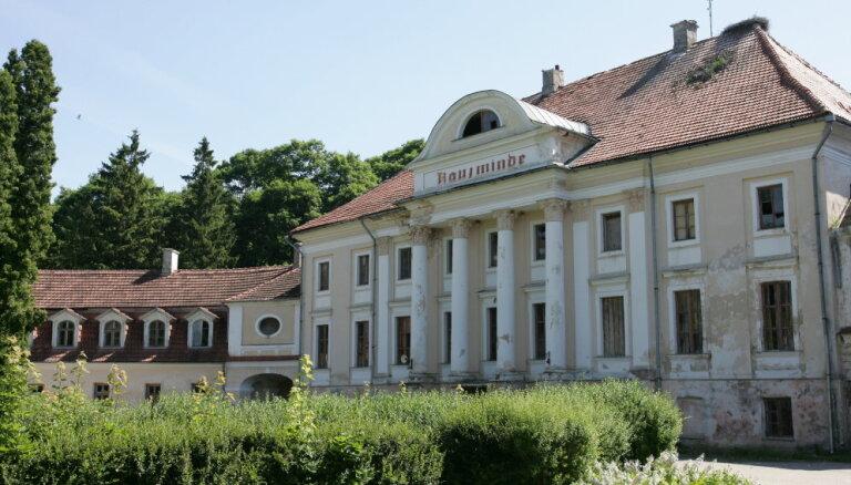 Bijušais politiķis Māris Gulbis grasās atjaunot Kaucmindes pili