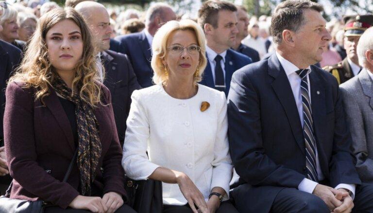Foto: Vējonis un Mūrniece Ikšķilē godina politiski represētos