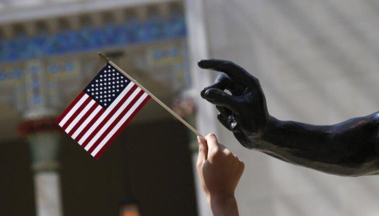 Kanāda un ASV panākušas vienošanos par NAFTA pārskatīšanu