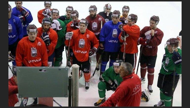 Latvijas hokeja izlases kandidāti uzsāk oficiālo gatavošanos pasaules čempionātam