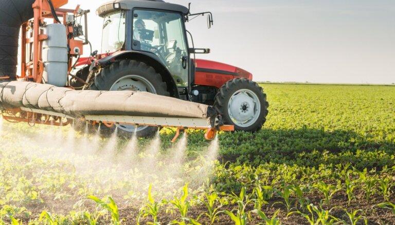 Savāc 10 000 parakstu par aizliegumu lietot pesticīdus apdzīvotu lauku māju tuvumā