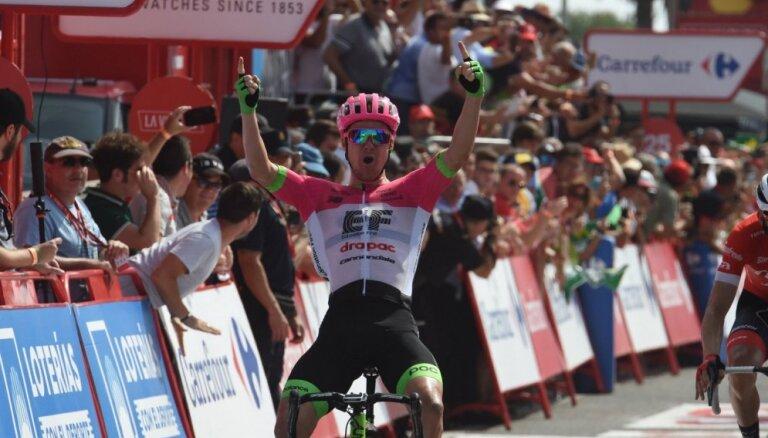 Austrālietis Klārks uzvar 'Vuelta a Espana' piektajā posmā; kopvērtējumā vadību pārņem francūzis Molārs