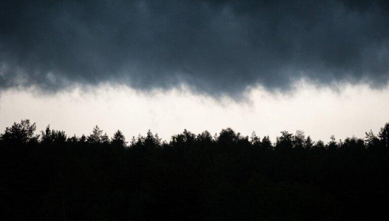 ФОТО, ВИДЕО: Восточную часть Латвии накрыли грозы, по Мадоне прошелся смерч