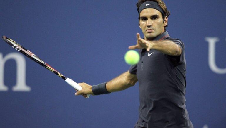 Federers astoto reizi pēc kārtas iekļūst 'US Open' pusfinālā
