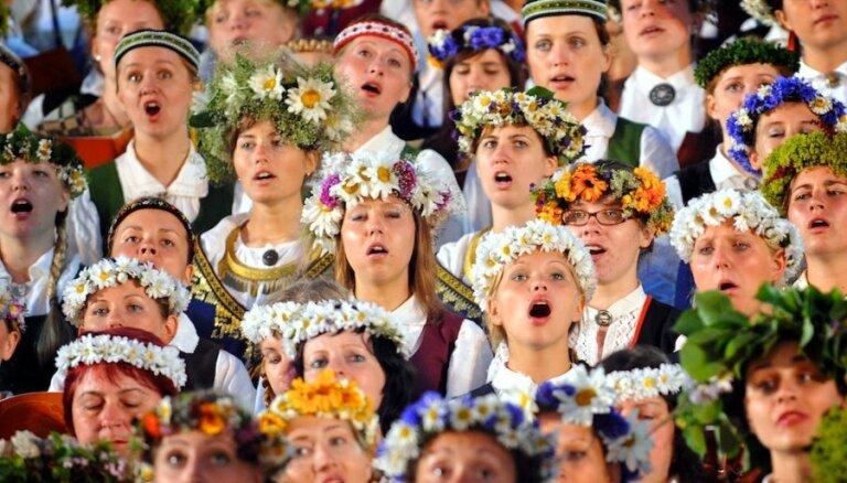 Daudzbērnu ģimenēm ar vismaz pieciem bērniem piešķirs Dziesmu un deju svētku pasākumu brīvbiļetes