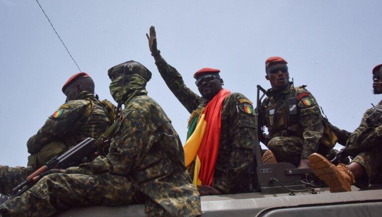 Militāristu solījums glābt valsti: kas slēpjas aiz apvērsuma Gvinejā