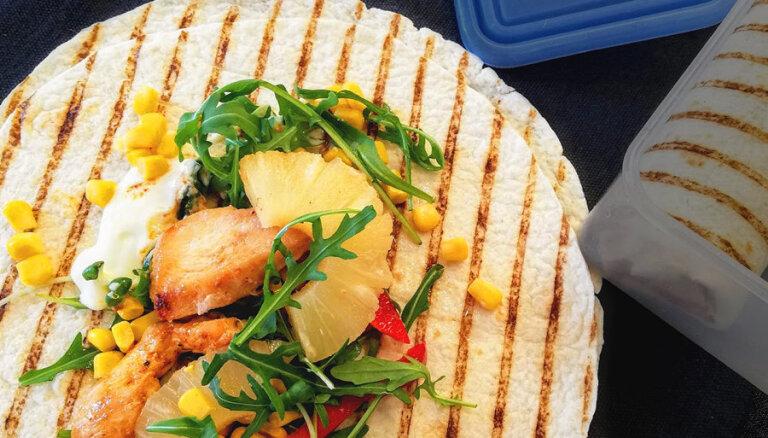 Tortilja ar vistu, kukurūzu, papriku un ananasiem