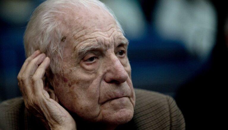 Argentīnā miris uz mūžu notiesātais pēdējais diktators Binjone