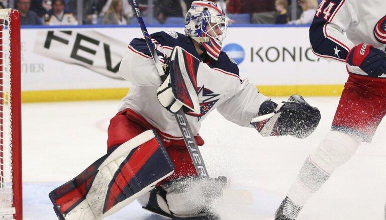 Egle gūst vārtus un rezultatīvi piespēlē AHL, Kivlenieks atvaira 42 metienus