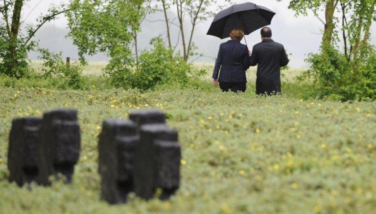 Foto: Merkele un Olands piemin Verdenas kauju simto gadskārtu