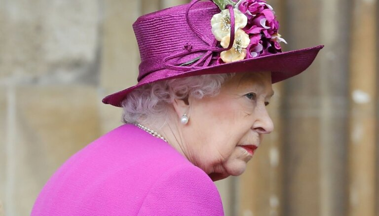 СМИ: Королеву Елизавету II не волнует конфликт Гарри и Уильяма