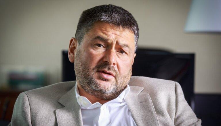 KNAB jautājis Osinovskim par Elksniņa lomu iespējamā kukuļa Jurašam organizēšanā
