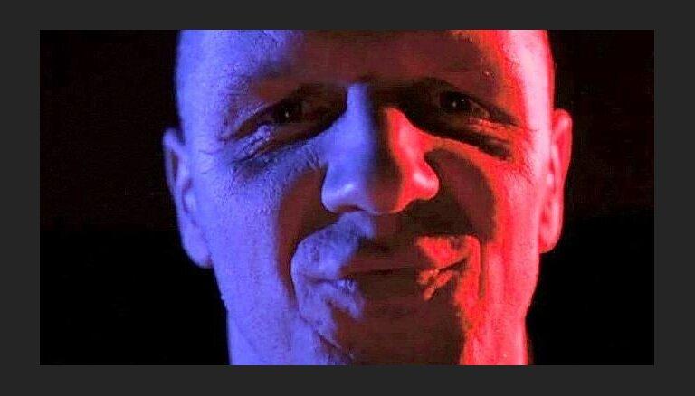 Noklausies - 'Dzelzs vilks' izpilda 'Pērkona' leģendāro dziesmu 'Kam pieder šīs actiņas'!