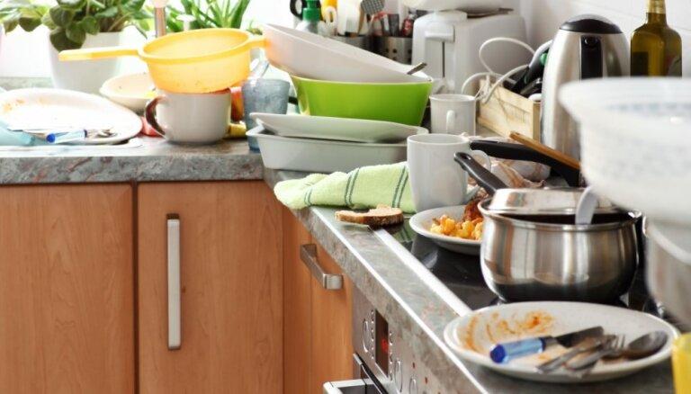 Metodes, kā izskaust regulāri nenomazgātos traukus virtuvē