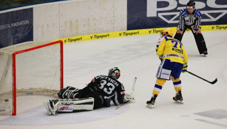 Bukarts gūst vārtus komandas uzvarā Čehijas čempionāta spēlē