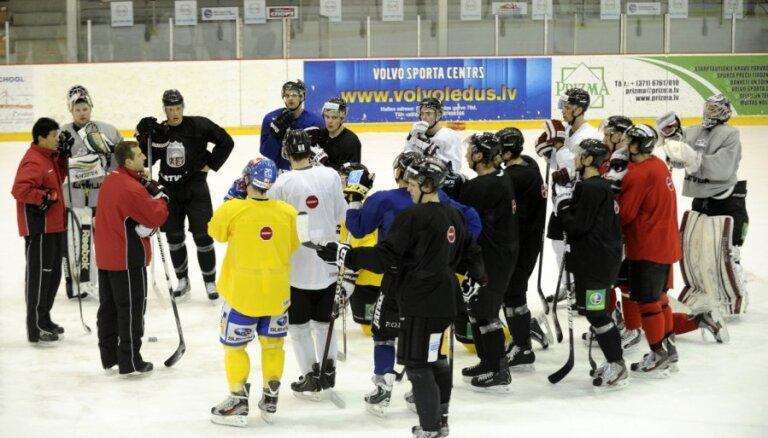 Сборная Латвии по хоккею отправляется в Лион