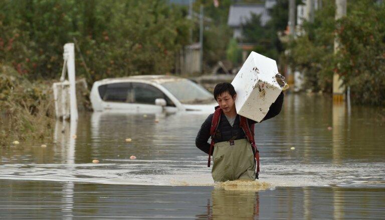 Taifūns 'Hagibis' Japānā prasījis vismaz 35 cilvēku dzīvības