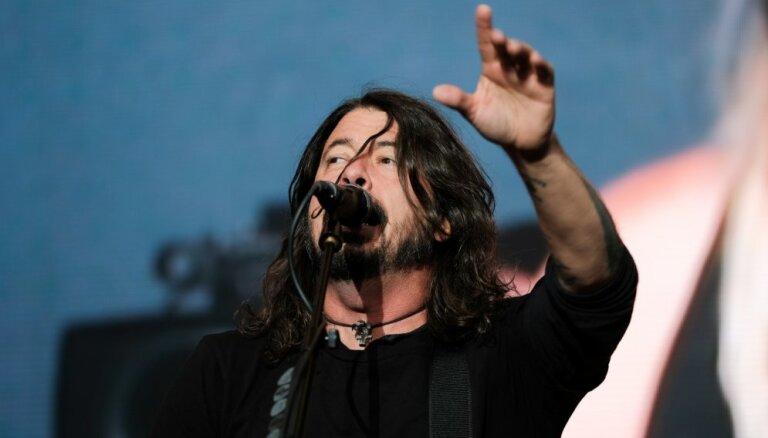 Video: Rīga un Lucavsalas koncerts 'Foo Fighters' komandas acīm