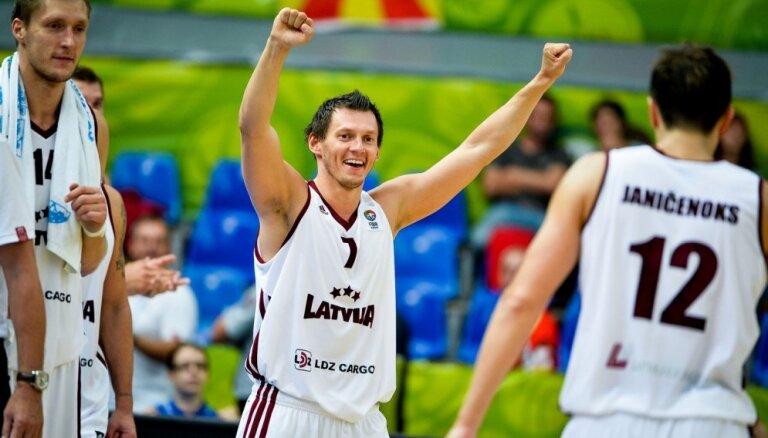 В драматичном матче на пути к Евробаскету Латвия обыгрывает шведов