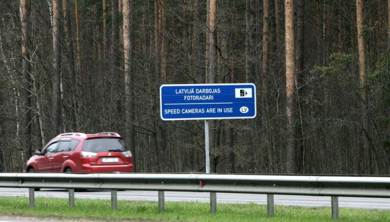 На латвийских дорогах действуют 60 стационарных фоторадаров