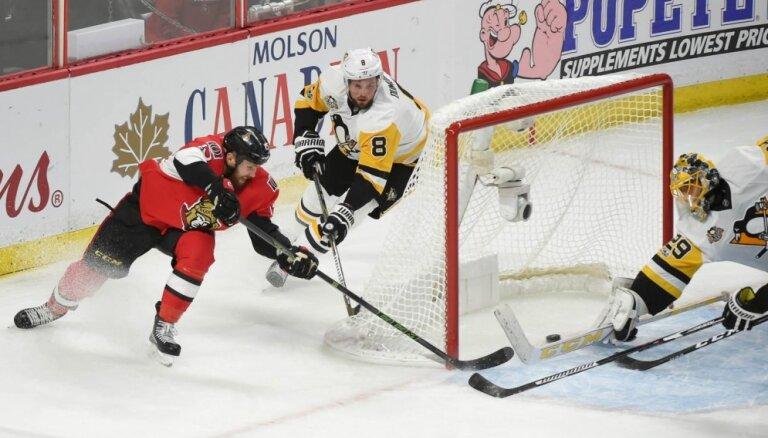 'Senators' sagrauj 'Penguins' Stenlija kausa pusfināla trešajā spēlē